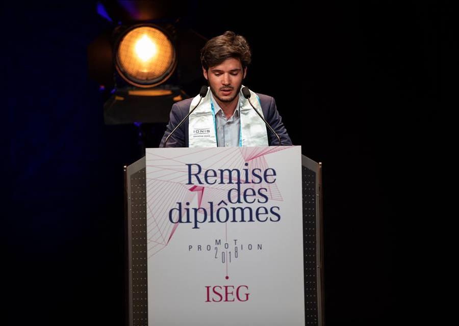 Florian Bourdot lors de son discours à la remise des diplômes de la promotion 2018 de l'ISEG