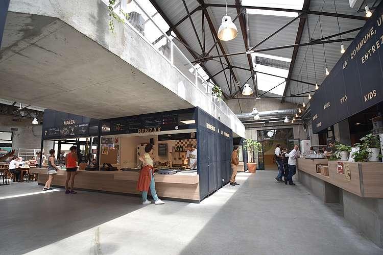 La place du marché à La Commune à Lyon