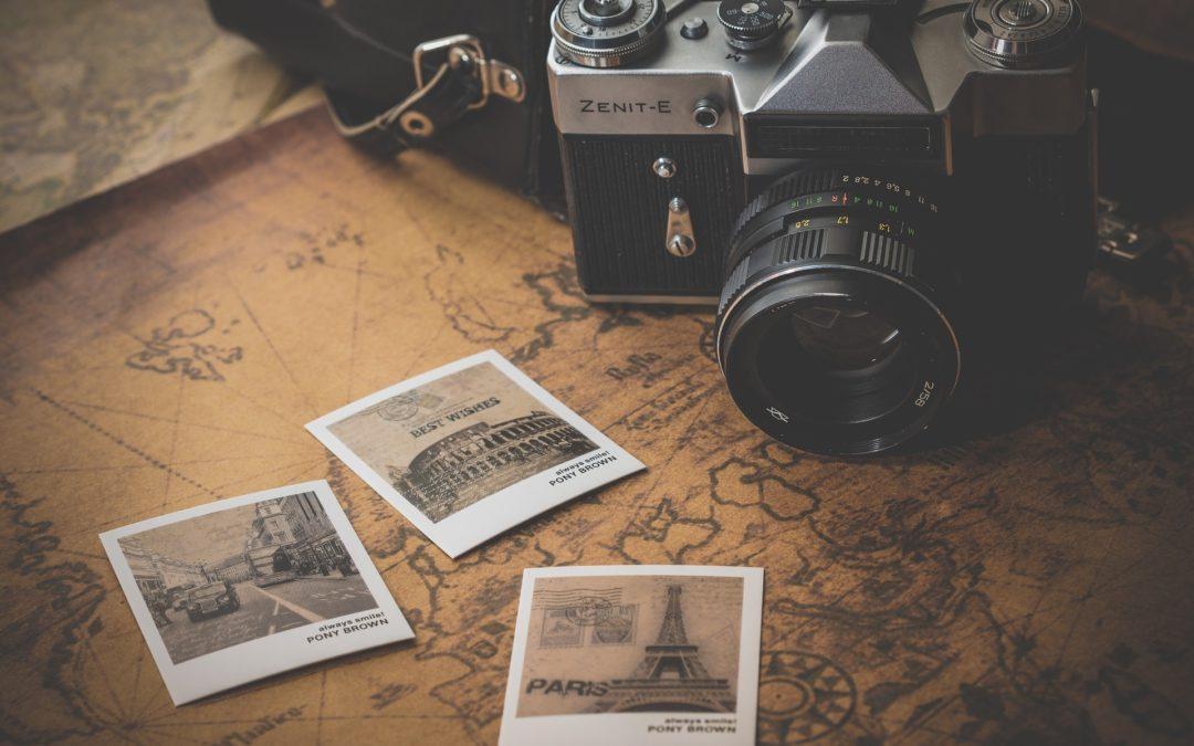 carte, appareil photo et photo de voyage