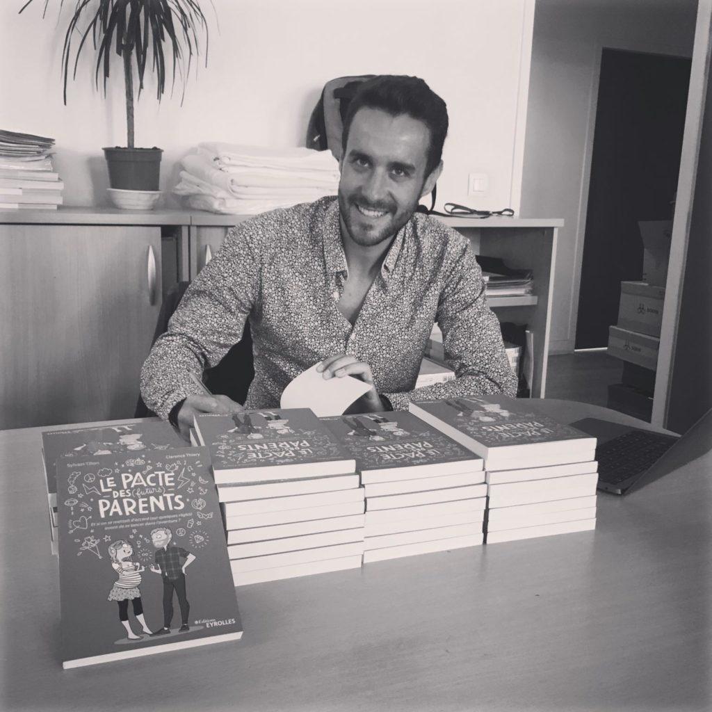 Sylvain Tillon dédicace son dernier livre Le Pacte des parents
